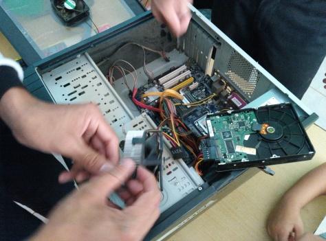 3  Mengganti Kipas LGA dan Memasang Hardisk